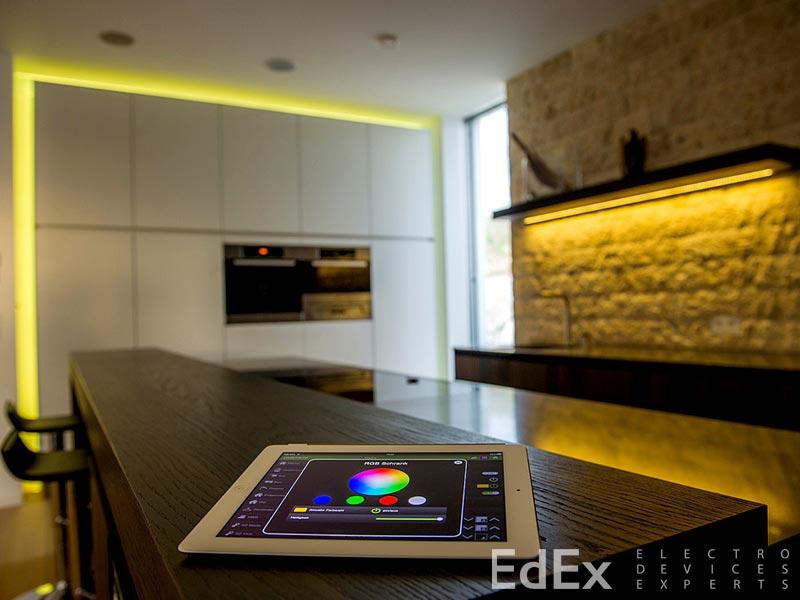 Система управления световыми сценариями с iPad: