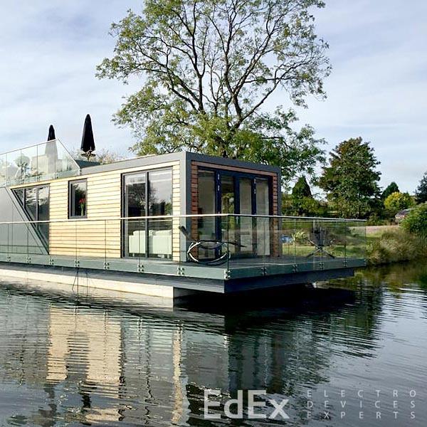 Плавающий умный дом от Bluefield Houseboats