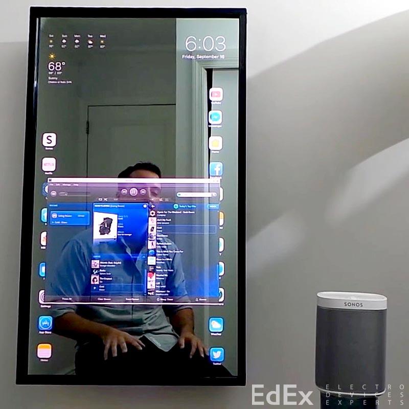 Зеркало в виде гигантского iPhone